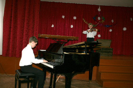 Sashko and Yurko playing a duet at their recent recital.