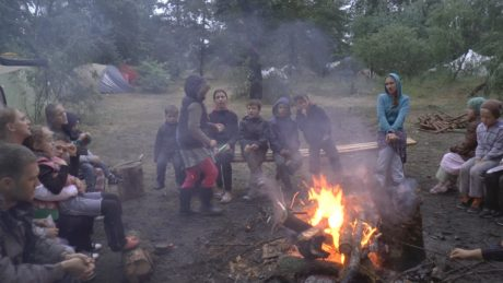 Evening meeting around the campfire